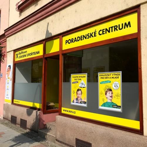 <strong>Raiffeisen Stavební Spořitelna</strong></p><p>Reklamní polep výlohy nové pobočky Raiffeisen Stavební Spořitelny v Bohumíně