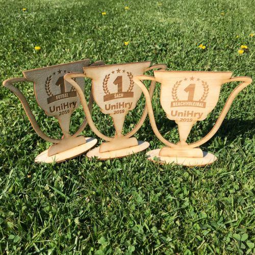 UniHry 2019 dřevěné ekologické poháry pro vítěze