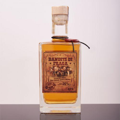 Promo fotografie láhve s rumem Banditi di Praga od Kabátů