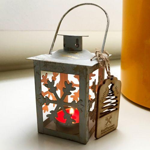 Pro Raifefisen Stavební Spořitelnu jsme vytvořili jedinečný dárek pro zaměstnance - lucerna se svíčkou a dřevěnou ozdobou